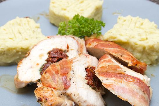 Aszalt paradicsommal töltött baconos csirke - Chefbag