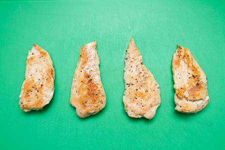 Juhtúrós csirkemell szezámolajos salátával - Chefbag- Otthon főzés
