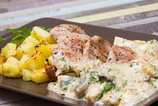 Pork medallions with blue cheese mushroom sauce - Chefbag