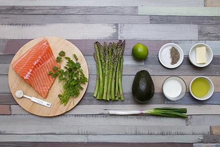 Avokádókrémes lazac zöld spárgával - Chefbag