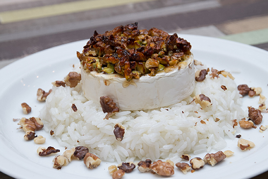 Baked camembert with figs, walnuts and pistachios - Chefbag