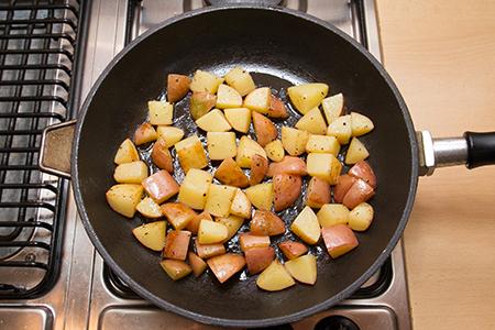 Fűszeres csirke steak spárgás újkrumplival