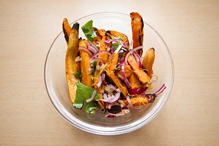 Gyömbéres lazac édesburgonya salátával - Chefbag