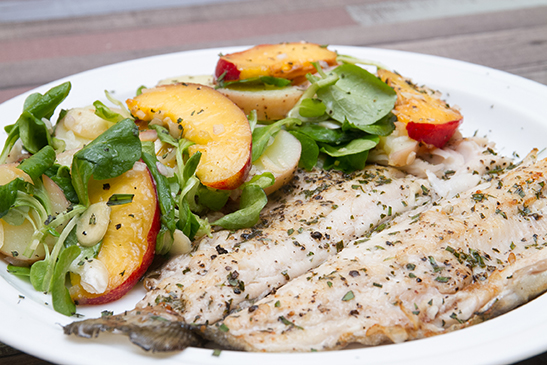 Seared trout with peach salad - Chefbag