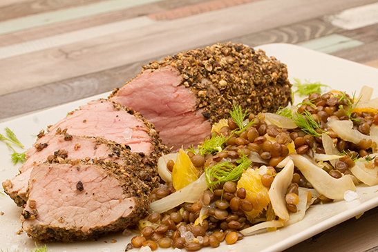Mustáros sertésszűz: Ezt az ételt hegyi lencsével tálaljuk: barna, visszafogott ízű, kemény, származási helye Umbria, Olaszország.A lencse...