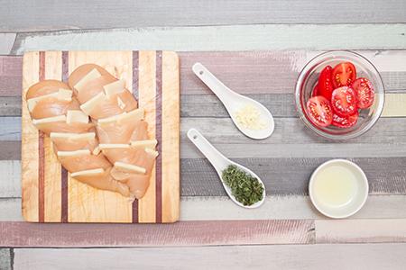 Sajttal töltött csirkemell, paradicsomszaftban - Chefbag vacsoracsomagok