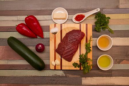 Chimichurri bélszín kecskesajtos grillzöldségekkel-Chefbag