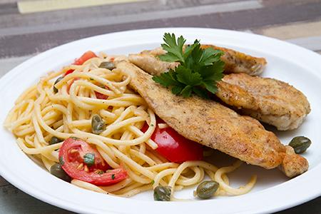 Csirke piccata citromos-kapribogyós spagettivel
