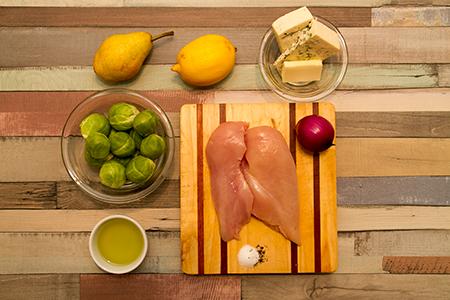 Kéksajttal töltött csirkemell kelbimbóval és körtével körítve-Chefbag