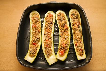 Töltött cukkini citromos tahini szósszal - Chefbag